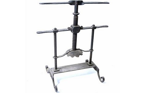 Head Crusher Frightening Torture Devices