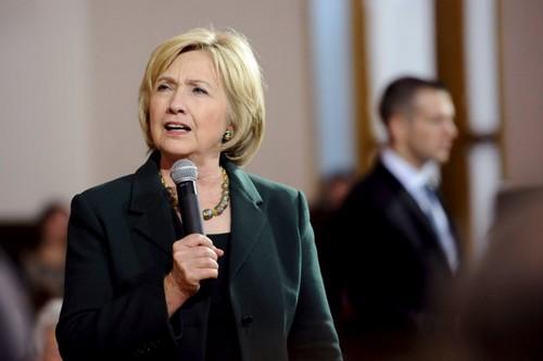 Hillary Clinton's growing 'woman problem