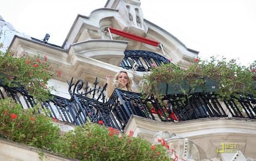 Britney Spears-Hotel Plaza Athénée