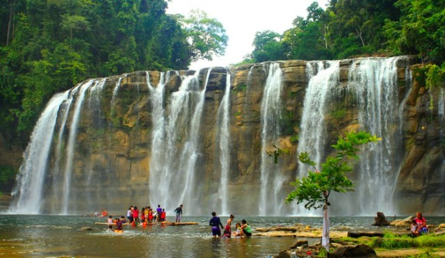 Tinuy-an Falls beautiful places to visit in the Philippines