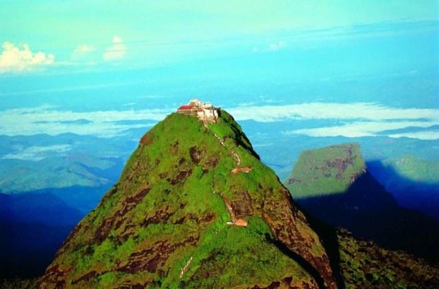 Adam's peak travel destinations in Sri Lanka