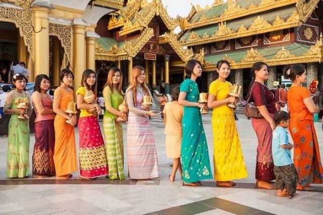 best things to buy in Myanmar Longyi Must Buys in Myanmar