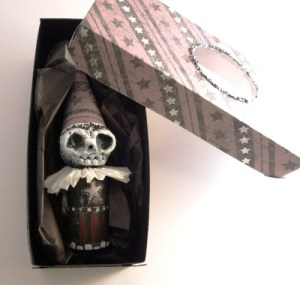 skellydude in open box