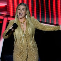 kelly clarkson billboard music awards