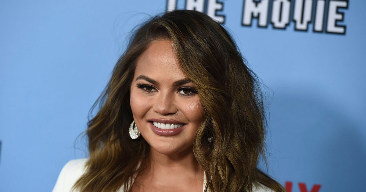 Chrissy Teigen heads into 'horse world' for therapeutic reasons.jpg
