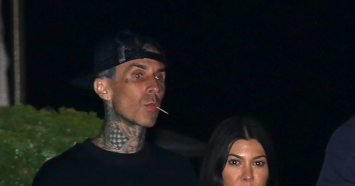 Travis Barker gets Kourtney Kardashian's name tattooed on his chest.jpg