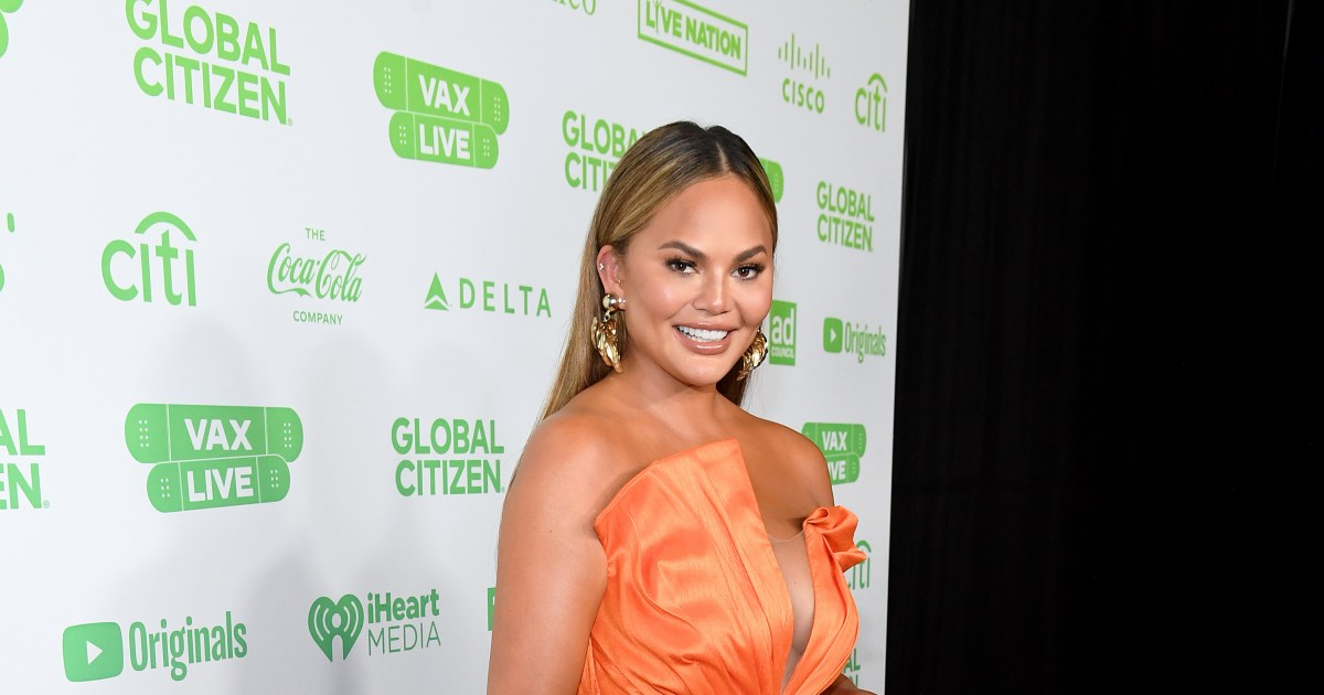 Chrissy Teigen had fat removed from her cheeks in cosmetic procedure.jpg