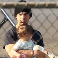 Joe Jonas, baby daughter Willa
