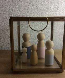 Houten poppetjes in glazen box, vitrine kistje, wonderzolder.nl