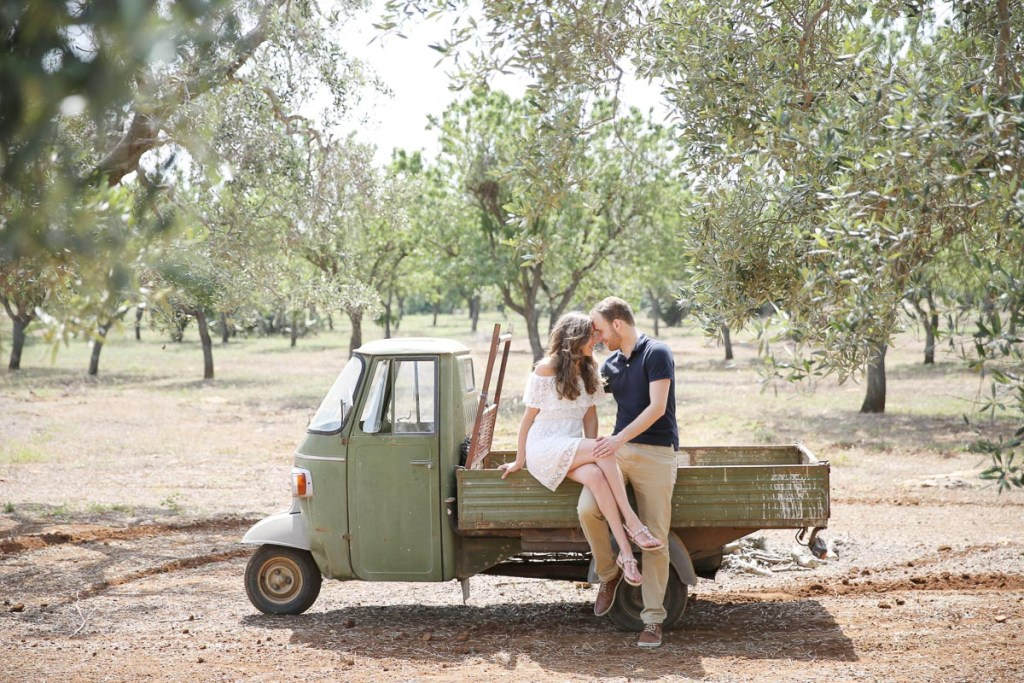 Forever Yes Photography destination love photoshoot Italië Ostuni Italiaans auto Eline van der Woude bruidsfotografe Blog Wood & Gems