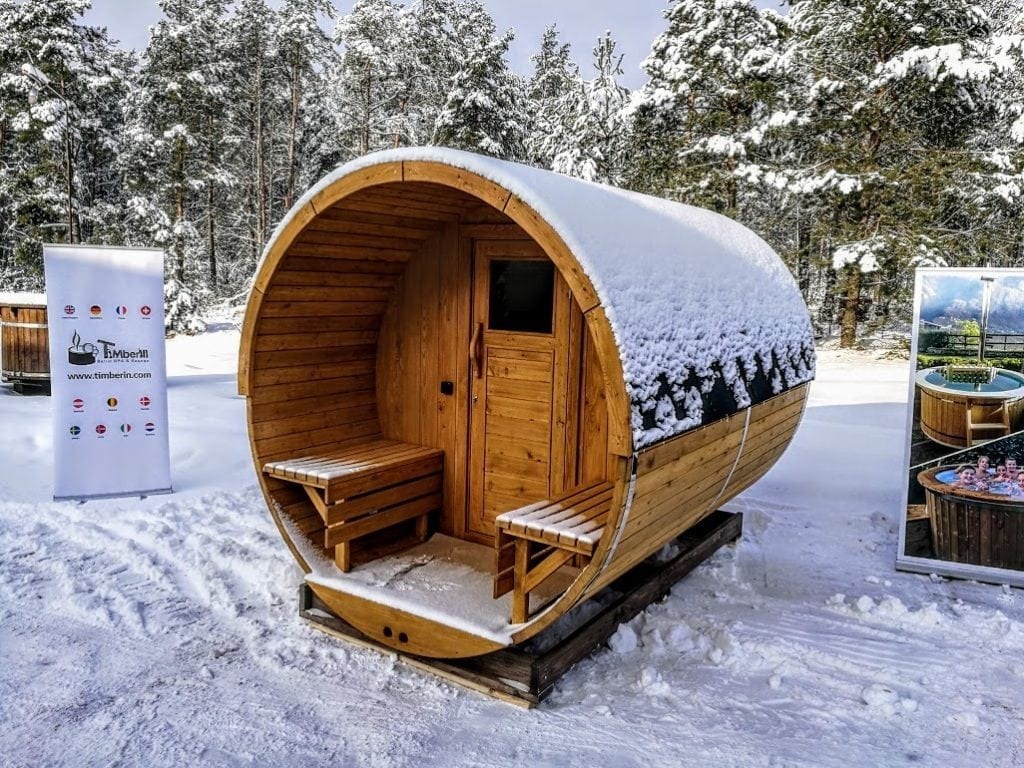 Outdoor-garden-wooden-sauna-and-jacuzzi Finished projects