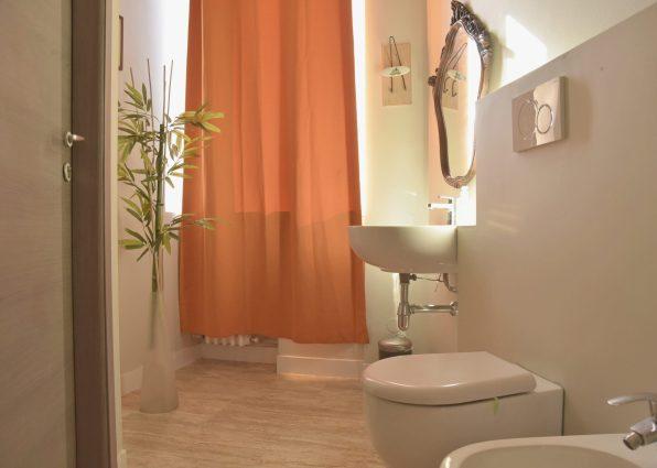 bagno interno ampio woodhouse hotel