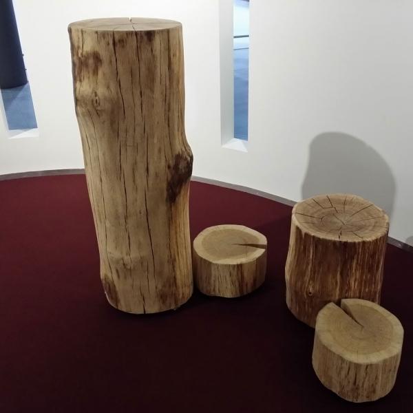 colonne en bois d un tronc d arbre