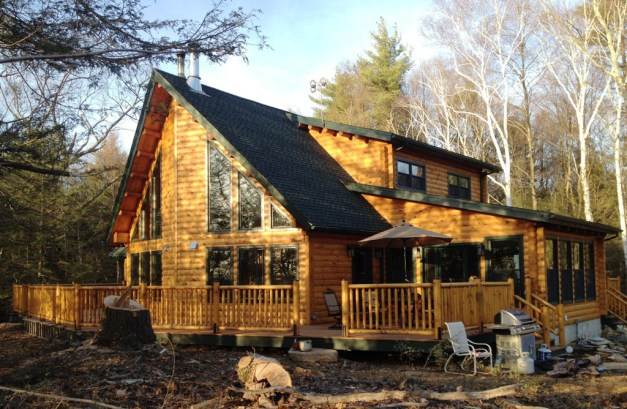 Eric Esiason purchased the plans and logs. Then he and his family started a 5-year project to build this beautiful home with their own hands. They cut their own trees and made all the flooring and trim with Eric's Woodmaster Molder/Planer.