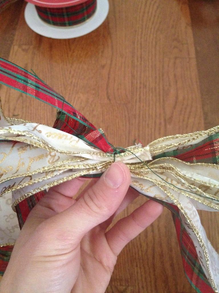 5 Minute Christmas Wreath Anyone Can Make!