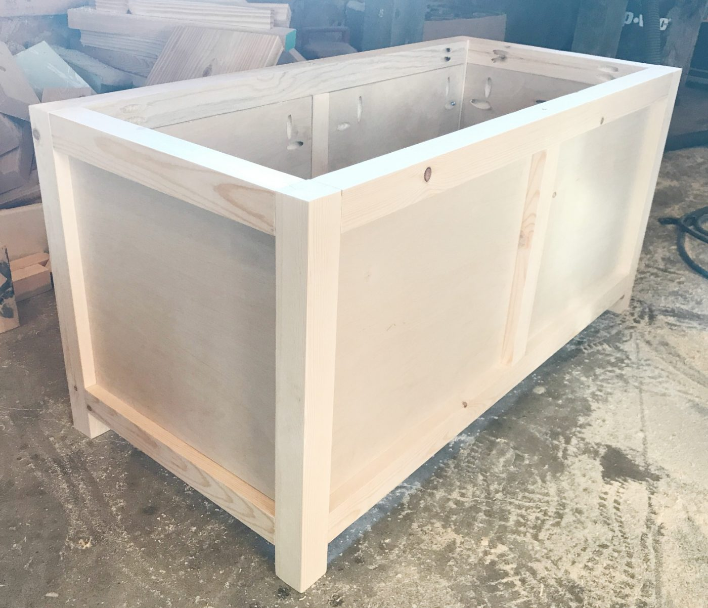 Side panels on storage chest & How to Build a Simple DIY Storage Chest