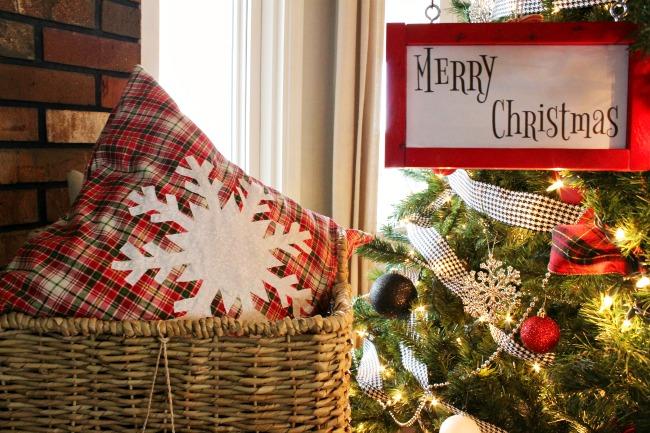 How to make an easy DIY Snowflake pillow for Christmas!