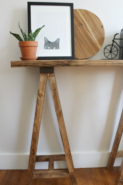 How to build a DIY Sawhorse Console Table--simple and modern Minwax Special Walnut