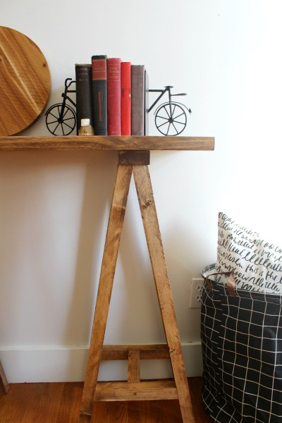 How to build a modern style sawhorse console table