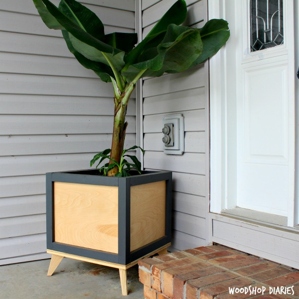 DIY Modern Planter Boxes you can make from scrap wood! Give your front porch a modern feel with these easy to build plant stands!