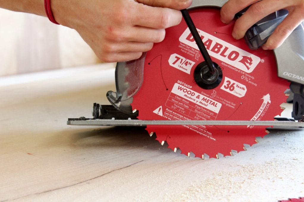 Tighten blade on circular saw