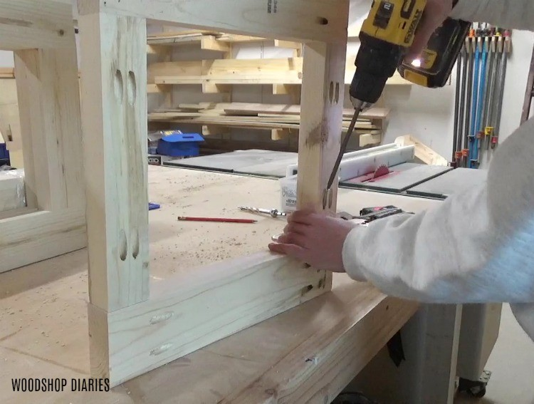 Using pocket holes and screws to assemble side frame panels