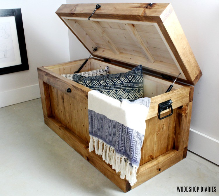 Christmas Tree Stand That Turns: DIY Hope Chest {AND Christmas Tree Stand} --FREE PLANS