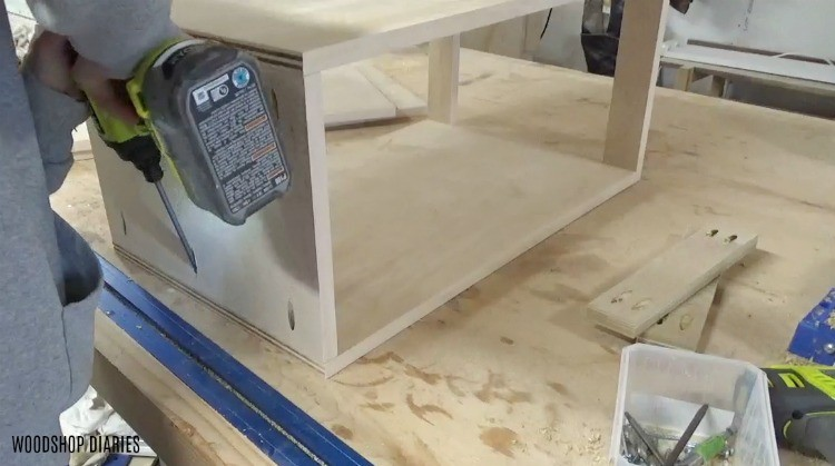 Assembling DIY mobile lathe stand with pocket hole screws