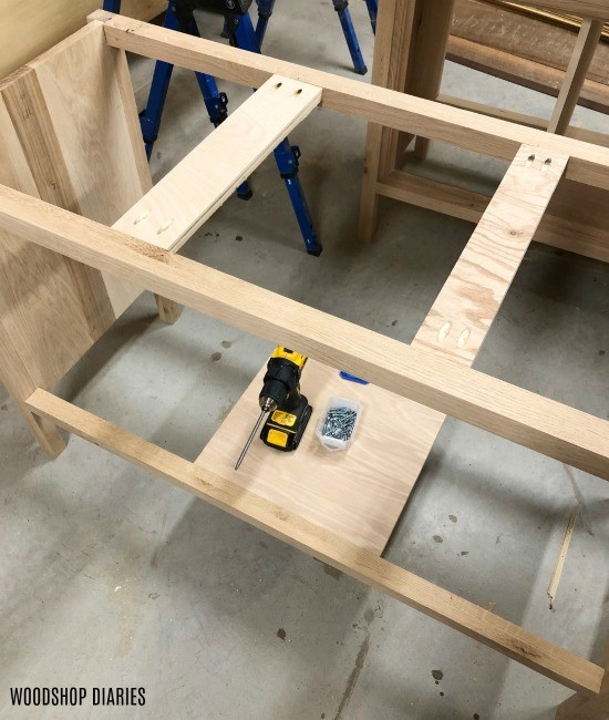 Top supports of dresser console installed between top frame