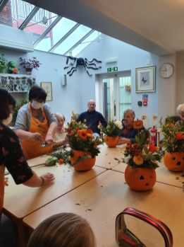 The group making pumpkins