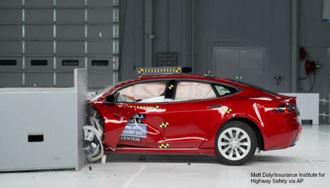 tesla-model-s-crash-test AP 020117_279469