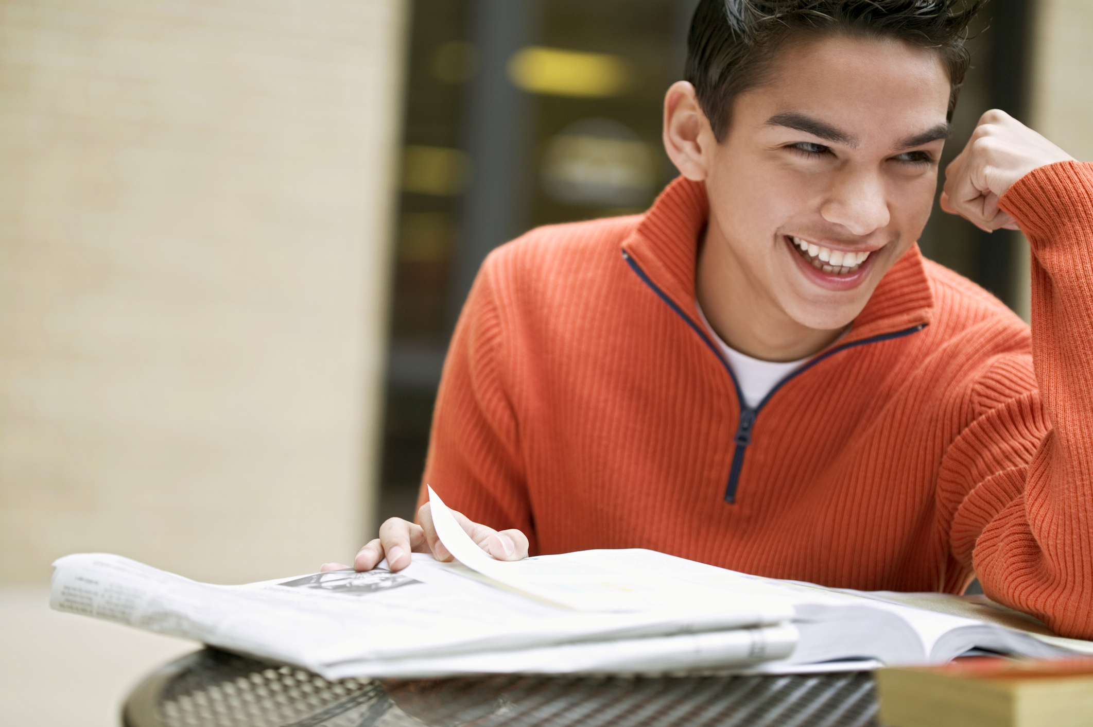 Smiling student studying_293433