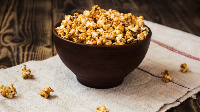 caramel popcorn in the bowl wooden background_418480