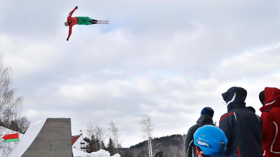 belarus_aerial_skier_ap18038539959517_1920_475951