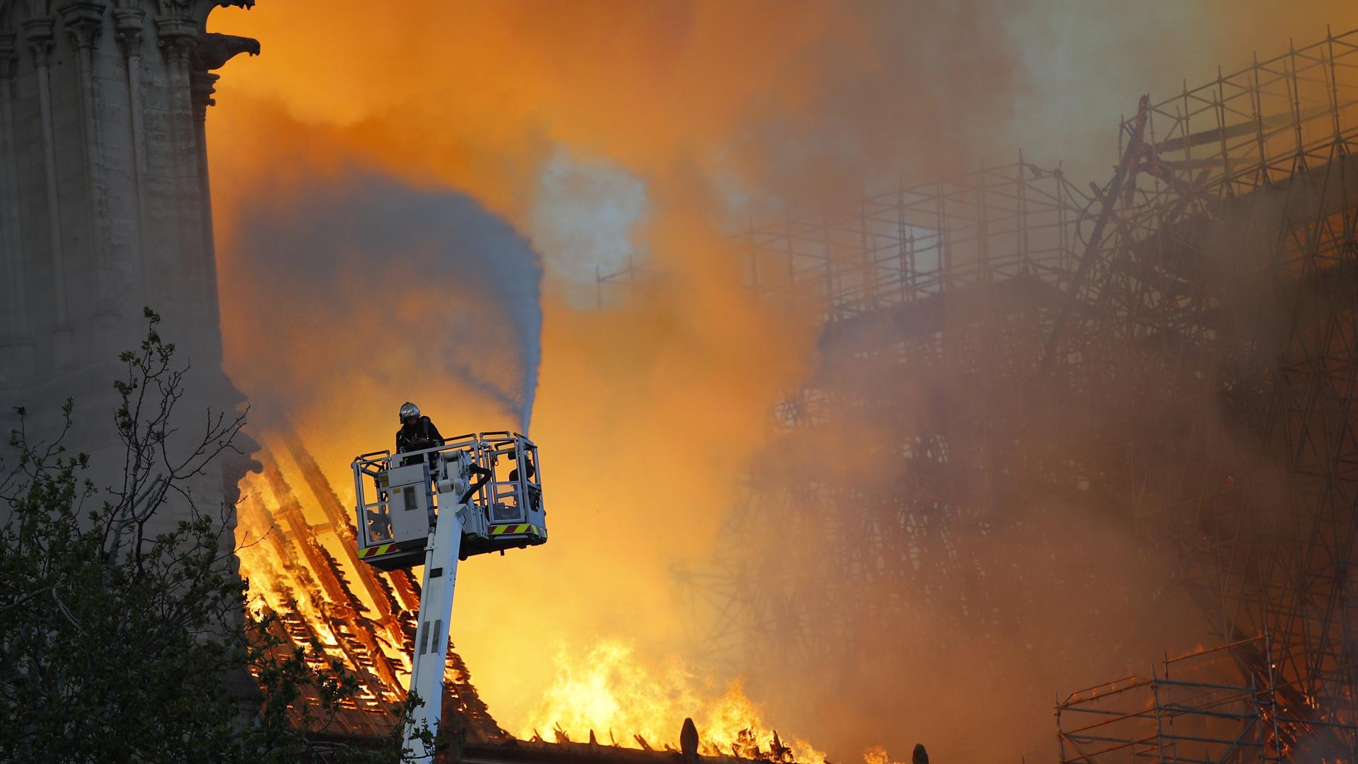 Notre Dame fire 041519 AP_1555385223365
