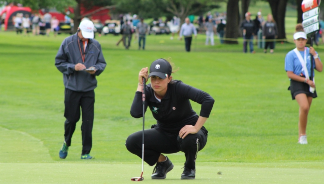 A photo of Guilia Molinaro sizing up a putt on Hole 18 at the Meijer LPGA Classic. (June 14, 2019)