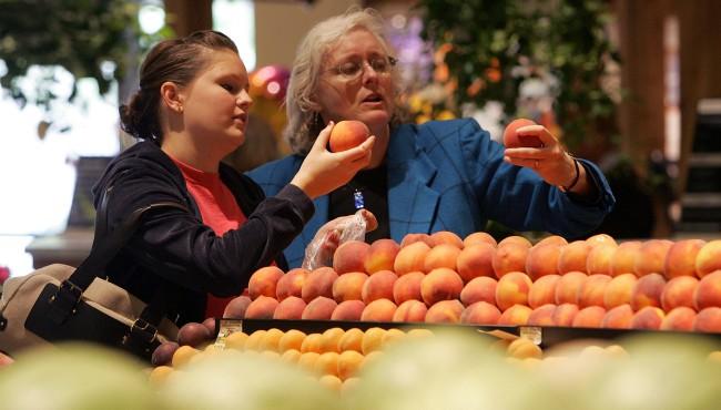 peaches shopping getty 060719_1559931907540.jpg.jpg