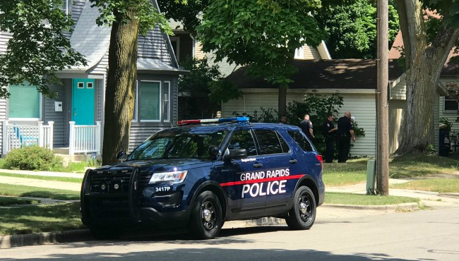 Grand Rapids police outside home with officer on speaker