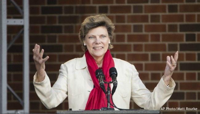 Cokie Roberts gesticulates during museum event