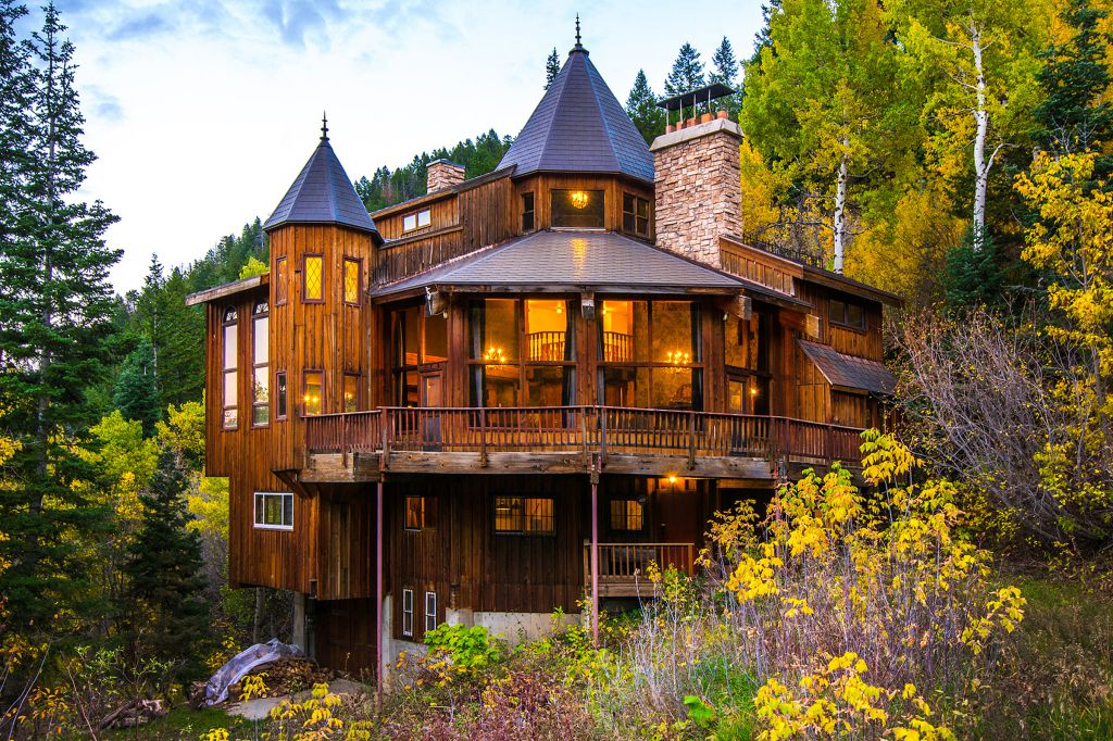 Castle Cabin In The Mountains Woodz