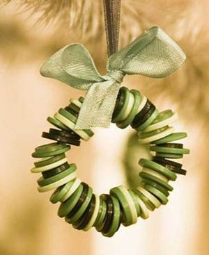 Button tree ornament   10 Last Minute DIY Christmas Decorations   Expressing Life