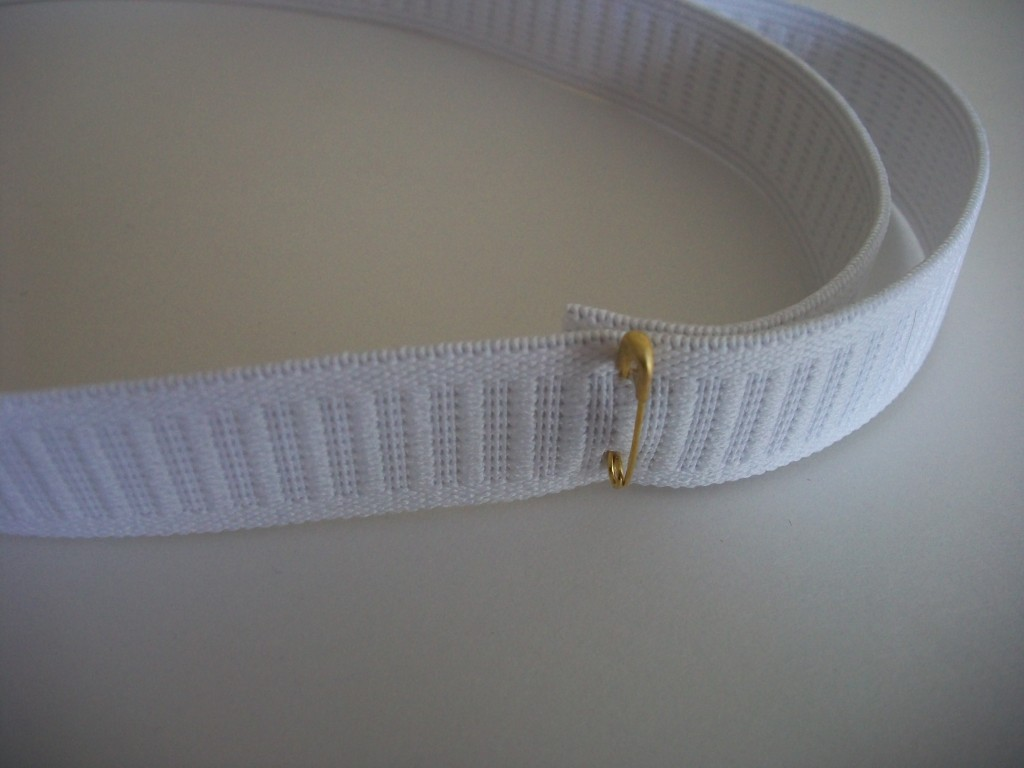 Attach The Ends Of The Elastic And Leave A Couple Of