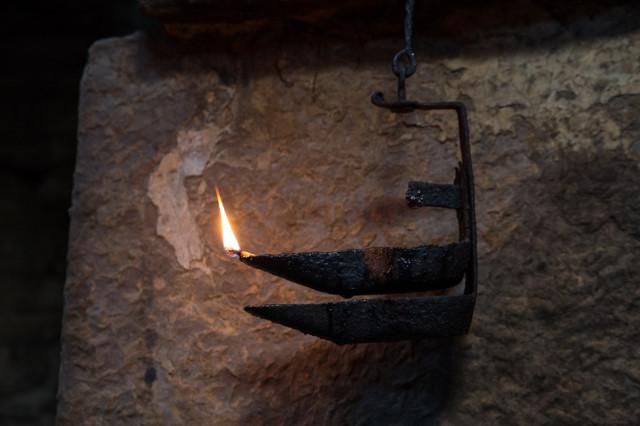 Tallow lamp