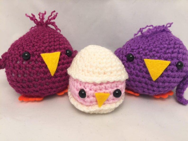 14) Adorable crocheted chick family