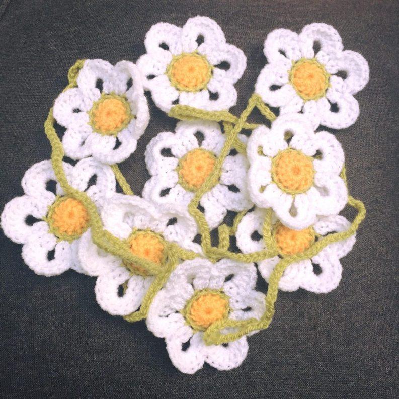 18) Beautiful Daisy chain garland 180cm