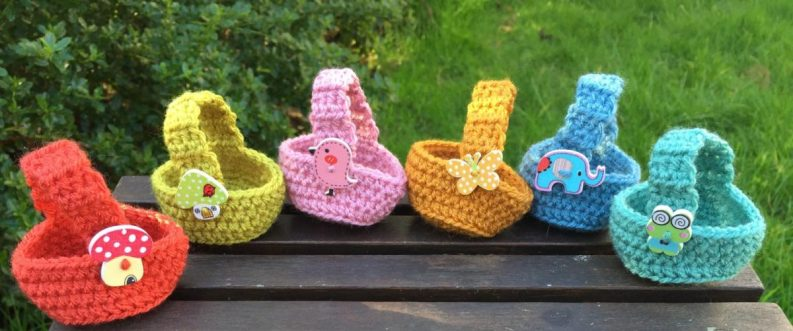 115) An adorable set of 6 little Easter baskets