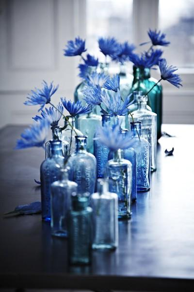 blauwe flessen via rebeccavoy