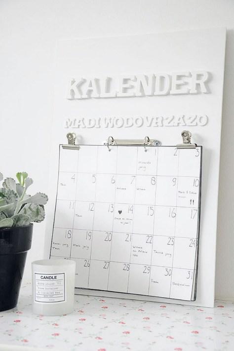 kalender met houten letters om zelf te maken via 10 woonideeën
