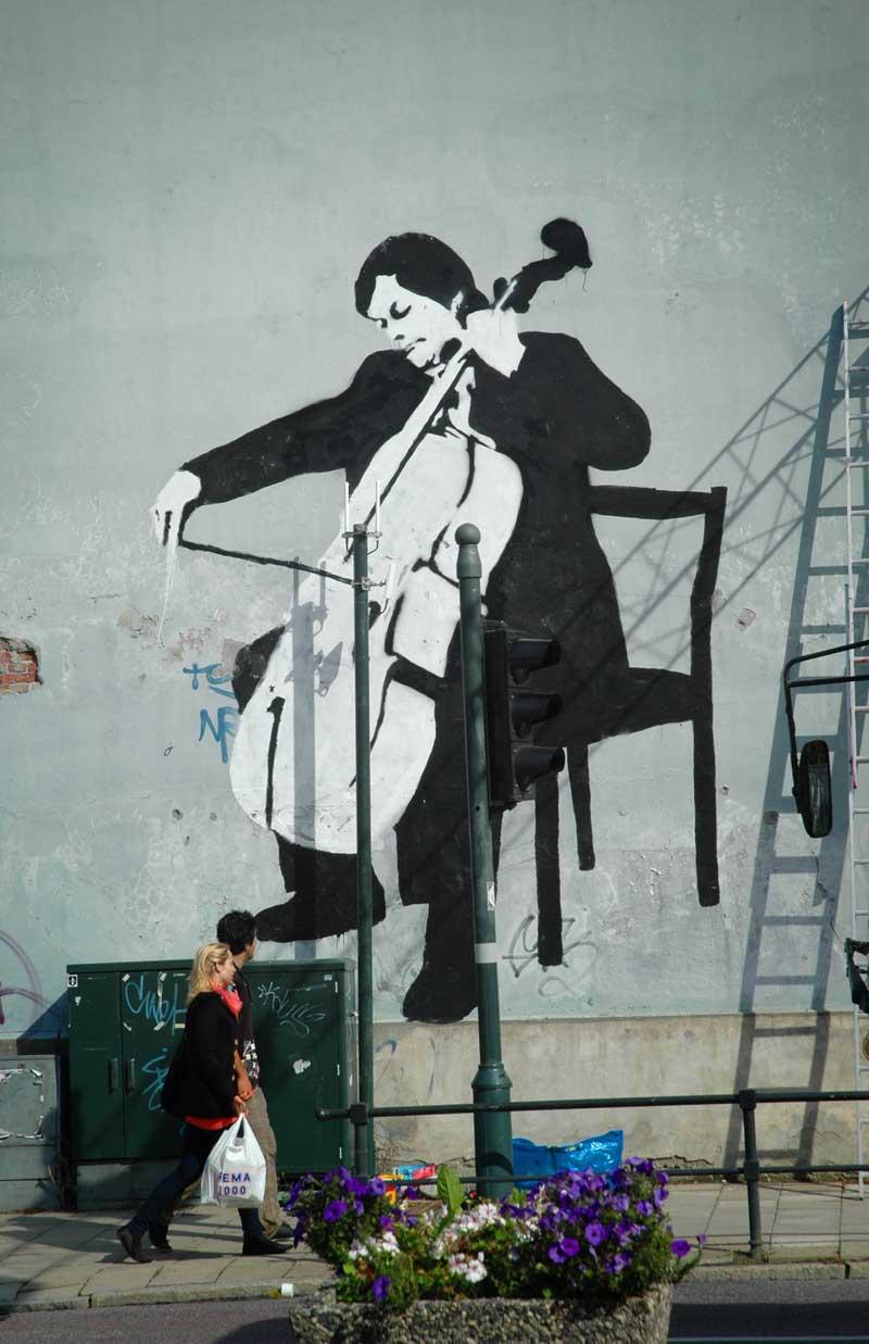 Yo Yo Ma playin the Cello