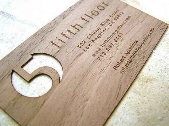 Tarjetas de negocios hecha de madera